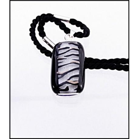 Wisior w oprawie z kolekcji Black & White 35/20