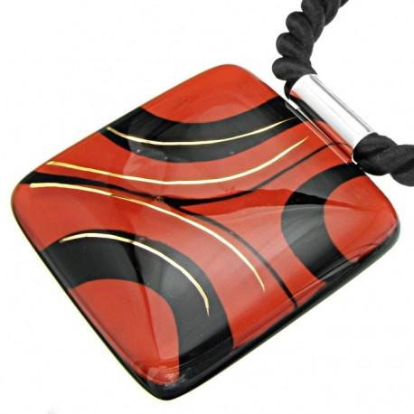 Wisior z Czerwono Czarnej kolekcji 55