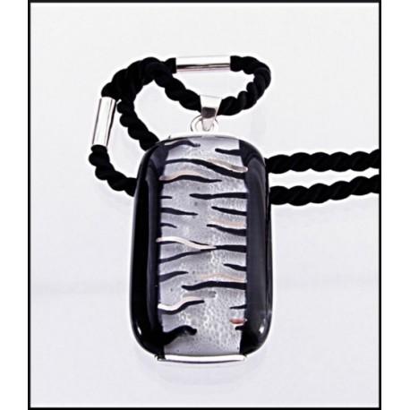 Wisior w oprawie z kolekcji Black & White 45/25